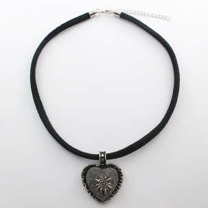 Halsband mit Trachtenherz