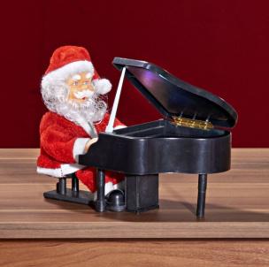 Nikolaus am Piano